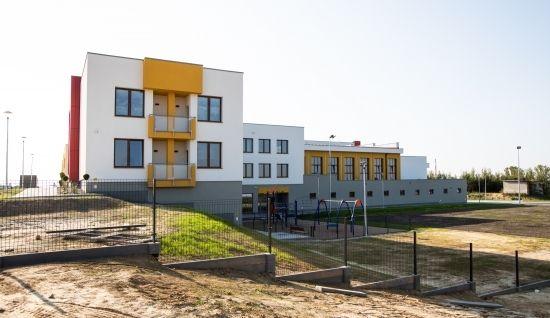 Poświęcono nową szkołę w Rzeszowie. Będzie się w niej uczyć ok. 840 uczniów [FOTO] - Aktualności Rzeszów - zdj. 6